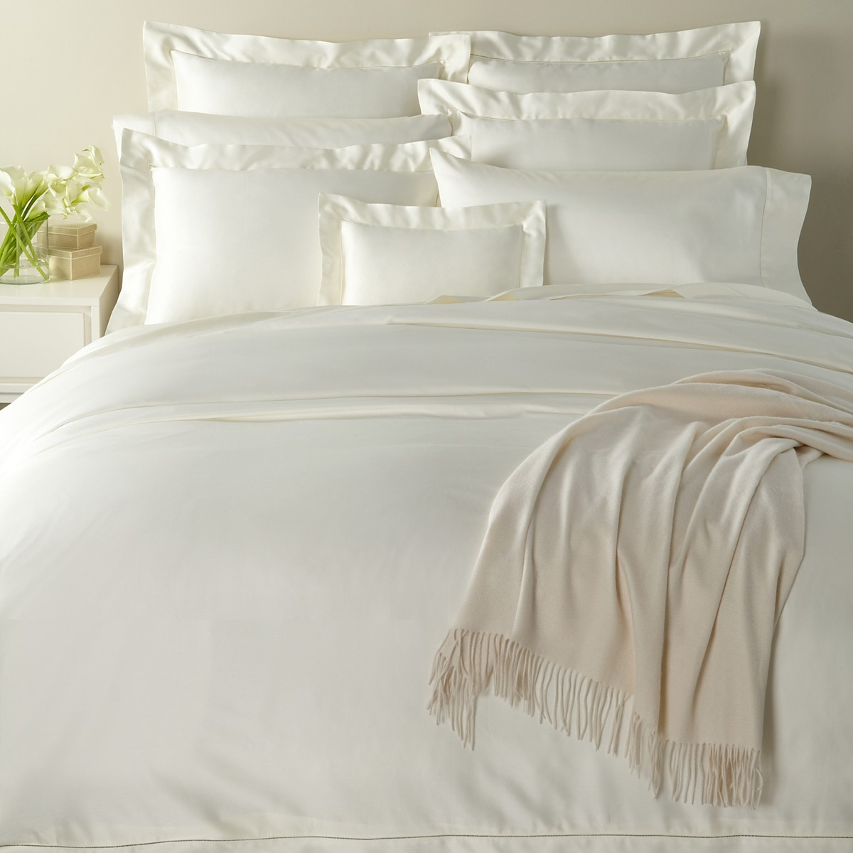 white Giotto bed